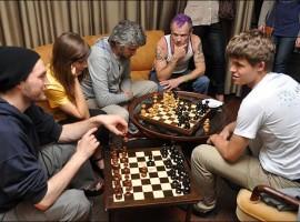 flea---chess-master-1434645066-view-0